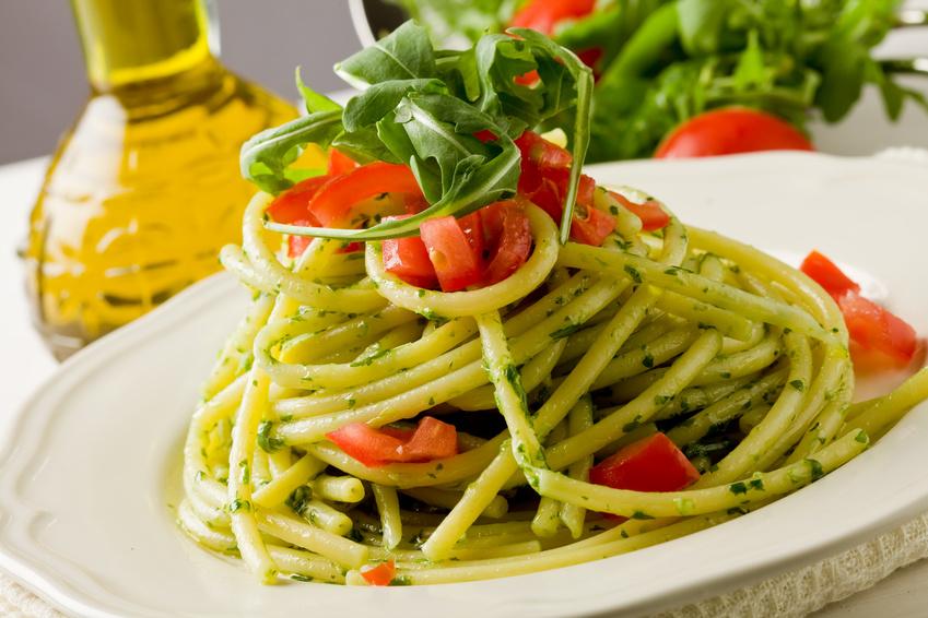 Nudeln mit Pesto Rucola gesund ernähren