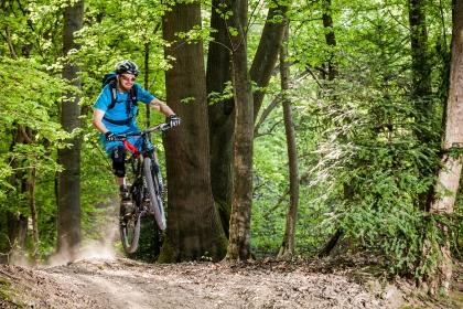 MTB Fahrtechnik Jump Bikeschule Ridefirst