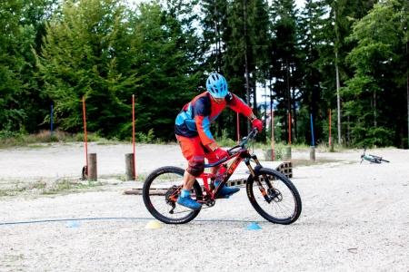 Fahrtechnik Übung Spitzkehre Bullhead Bike