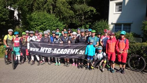 Fahrtechnik-Kurs MTB Academy Kursteam